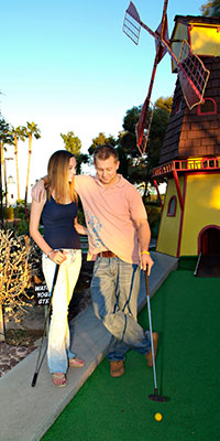 couple on mini golf date night
